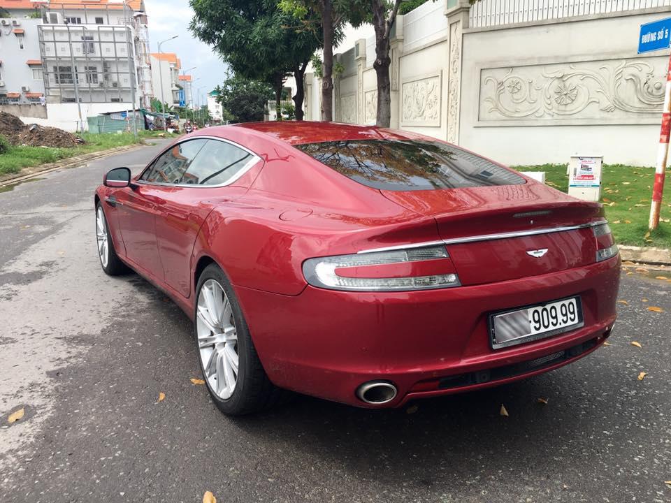 Nữ hoàng Aston Martin Rapide màu đỏ đang được rao bán với mức giá 5,39 tỷ Đồng đã được cho ra biển số trắng và dãy 5 số được cho khá dễ nhớ.