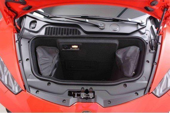 Được biết, chiếc siêu xe Lamborghini Huracan Miura Hommage Edition có một không hai mới chạy hết quãng đường 3.456 dặm, tương đương 5.529 km. Giá bán của chiếc siêu xe hàng thửa này là 229.900 USD, tương đương 5,12 tỷ Đồng. Trong khi đó, Lamborghini Huracan tiêu chuẩn đập hộp có giá 237.250 USD, tương đương 5,3 tỷ Đồng, tại thị trường Mỹ.