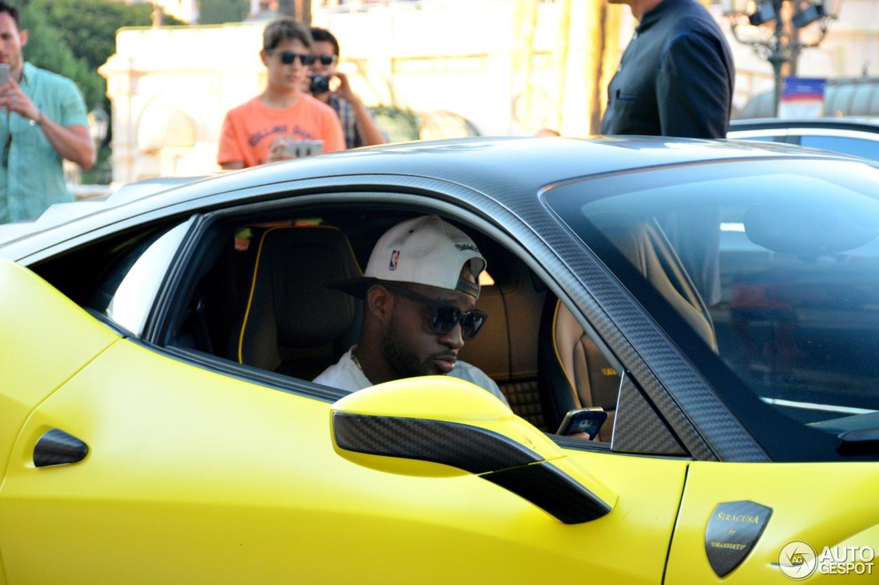Samuel Etoo ngồi trên ghế phụ lái trong chiếc siêu xe độ của mình.