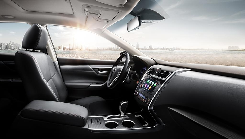 Chỉ có cụm điều khiển trung tâm đi kèm hệ thống thông tin giải trí nâng cấp, tương thích với ứng dụng Apple CarPlay để gọi điện thoại, bật nhạc hoặc sử dụng tính năng định vị.