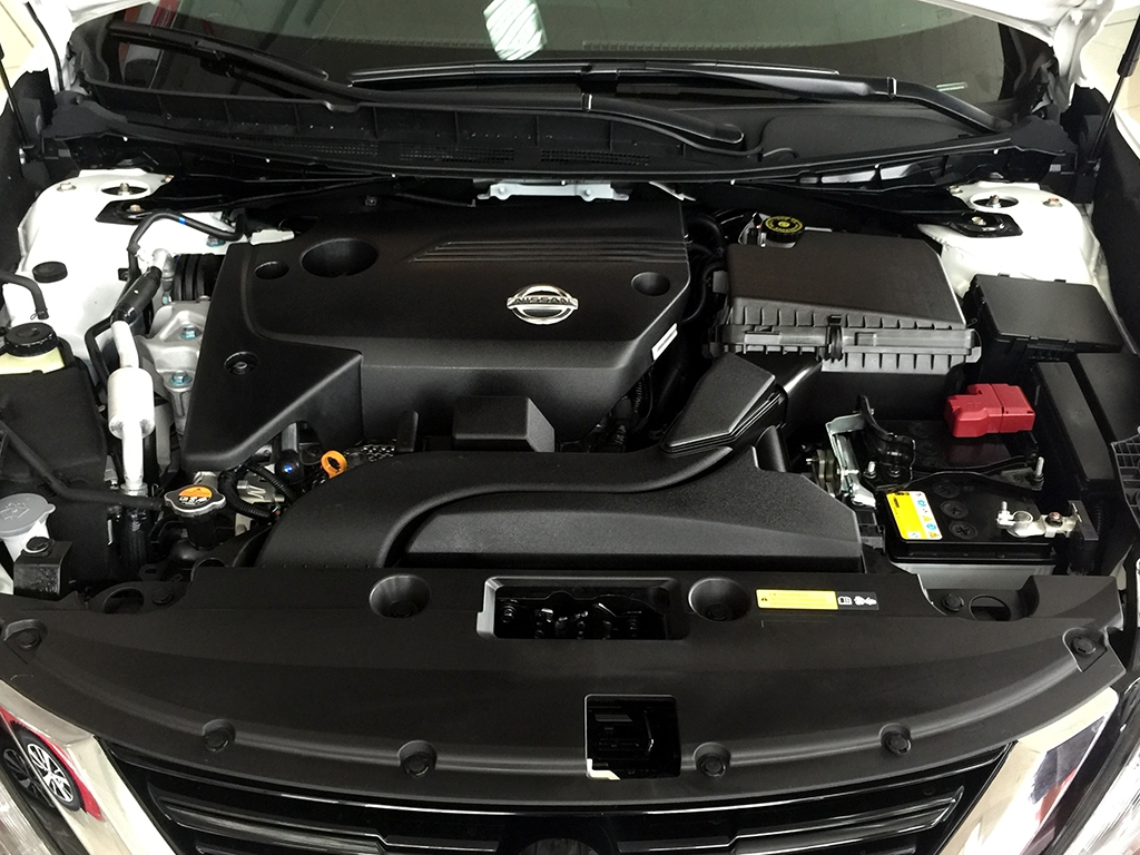 Tại thị trường Trung Quốc, Nissan Teana 2016 tiếp tục có 2 tùy chọn động cơ xăng khác nhau. Đầu tiên là động cơ xăng 4 xy-lanh, dung tích 2.0 lít có công suất tối đa 150 mã lực, tăng 9 sức ngựa so với trước. Con số tương ứng của động cơ xăng 4 xy-lanh, dung tích 2,5 lít là 186 mã lực.