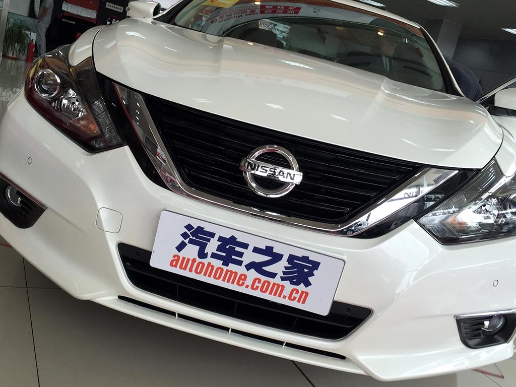 Về diện mạo ngoại thất, Nissan Teana 2016 tại Trung Quốc được trang bị đầu xe và cụm đèn pha tái thiết kế. Trong đó, cụm đèn pha dạng LED đi kèm cả dải đèn LED định vị ban ngày hiện đại. Ngoài ra, cụm đèn pha còn có viền màu tối, mang đến diện mạo ấn tượng hơn cho Nissan Teana 2016 tại thị trường Trung Quốc.