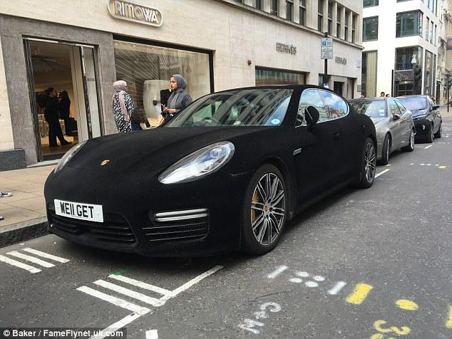 Đại gia chơi trội với xe sang Porsche Panamera bọc nhung - Ảnh 1.