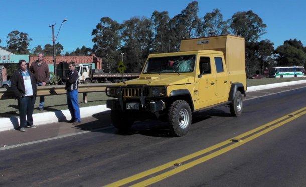 Chiếc xe tải va chạm với mô tô phân khối lớn.