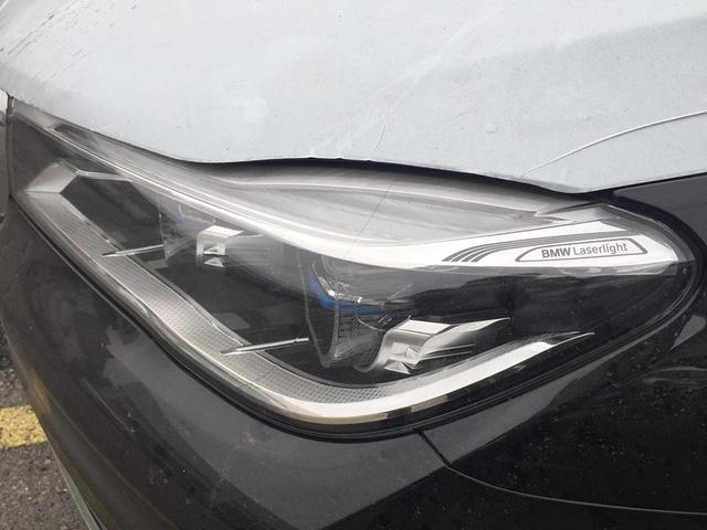 Ở thế hệ thứ 6, BMW 7-Series được trang bị nhiều công nghệ hiện đại như hệ thống đèn chiếu sáng Laser tùy chọn, hệ thống điều khiển bằng cử chỉ, máy tính bảng điều khiển từ hàng ghế sau hay chìa khóa cảm ứng thông minh. Ngoài ra, nguyên lý dùng sợi carbon trong kết cấu vật liệu nhẹ Carbon Core còn lần đầu tiên được áp dụng trên BMW 7-Series hoàn toàn mới.