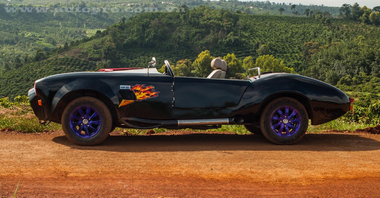 Shelby Cobra 427 tự chế của thợ Đắk Nông được làm từ chiếc Nissan Silvia đời 1984 mua lại với giá 70 triệu Đồng.