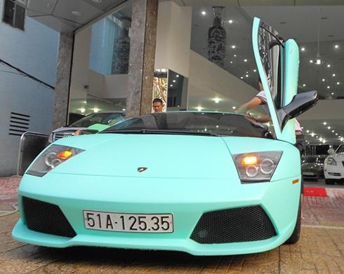 Quỹ dữ Lamborghini Murcielago LP640 cũng từng được khoác bộ áo xanh ngọc độc đáo.