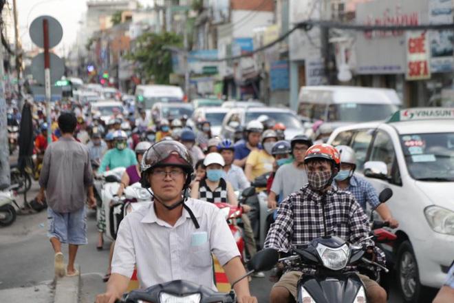 Khoảng 17h đường Xô Viết Nghệ Tĩnh hướng về bến xe Miền Đông, quận Bình Thạnh đã ùn ứ nghiêm trọng.