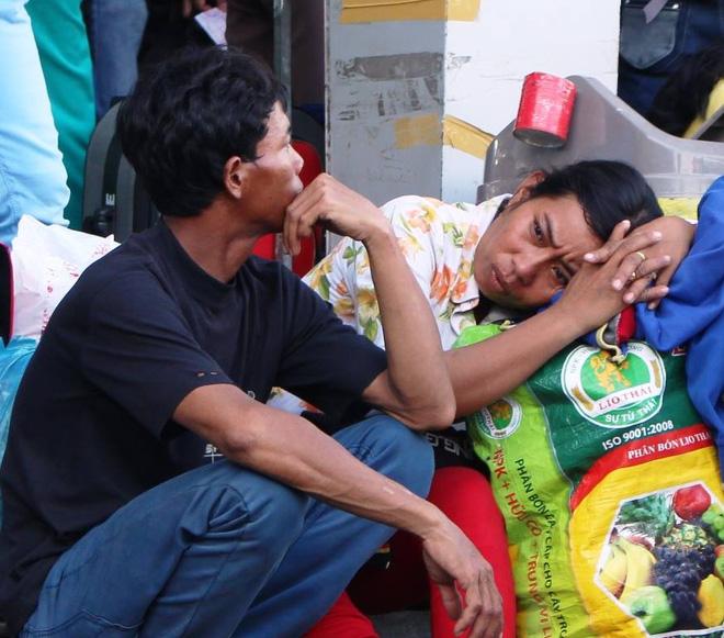 Chiều 1/9, theo ghi nhận của phóng viên hàng chục nghìn người dân các tỉnh Tây Nam Bộ đang sinh sống tại TP HCM đổ về bến xe Miền Tây (quận Bình Tân) để về quê nghỉ lễ.