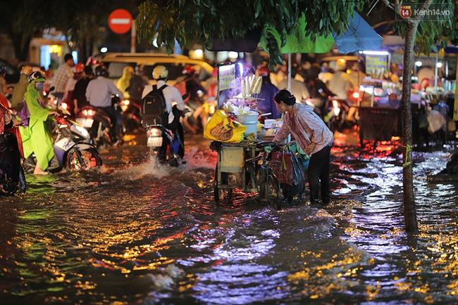 Đây được xem là trận mưa nặng hạt nhất từ đầu mùa mưa ở Sài Gòn. Ảnh: Quỳnh Trân