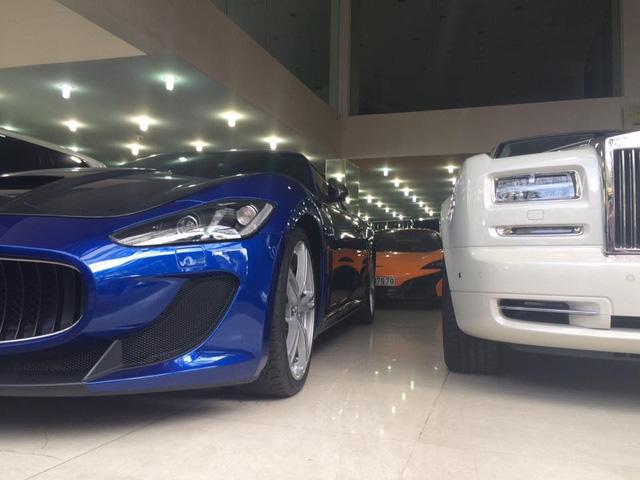 Cặp đôi McLaren 650S Spider màu cam và Maserati GranTurismo MC Stradale màu xanh dương nằm trong salon ô tô. Ảnh: Heo-Ducati