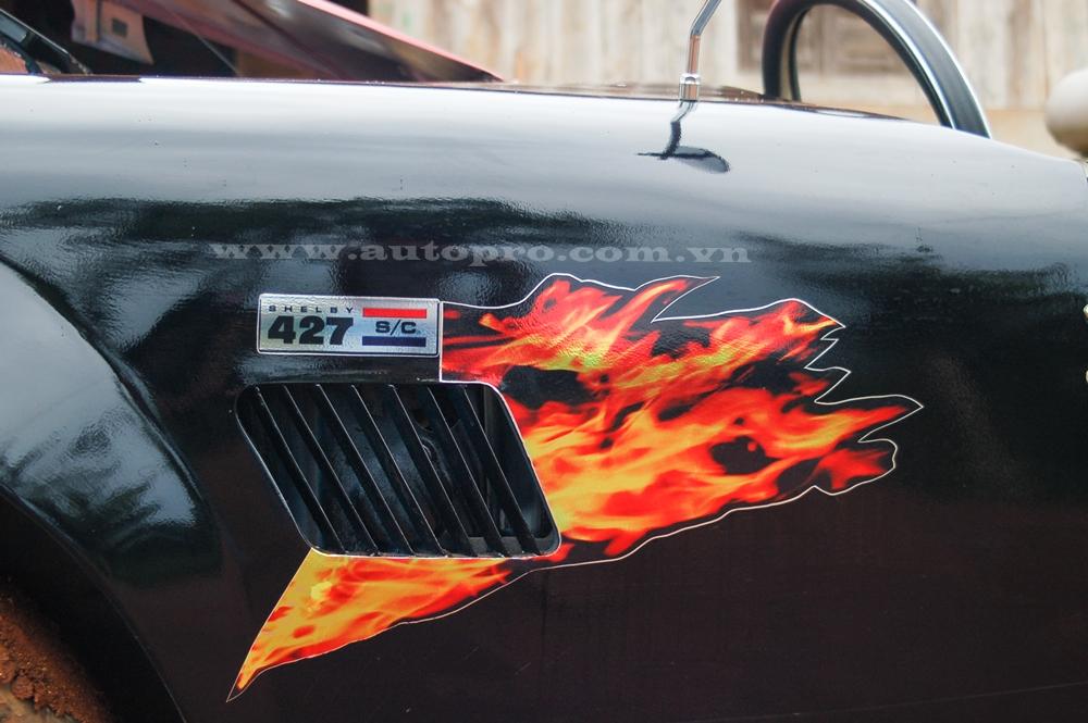 Chiếc Shelby Cobra 427 tự chế sử dụng khối động cơ và hệ thống treo nguyên bản của mẫu xe Nissan Silvia đời 1984.