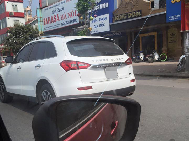 Hai chiếc SUV Trung Quốc Zoyte T600 gắn tên Range Rover. Ảnh: Otofun