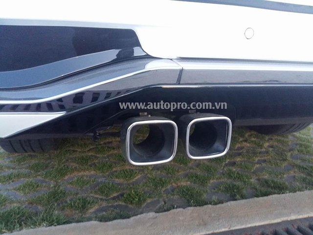 Chụp ống xả kép mới cũng là trang bị nổi bật trên chiếc Lexus LX570 Sport Plus 2016 thuộc sở hữu người chơi xe Quảng Trị.