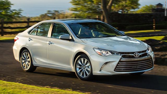 Sedan cỡ trung như Toyota Camry đang dần thất thế tại thị trường Mỹ.