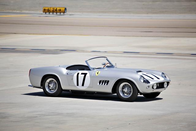 Ferrari 250 GT LWB California Spider đời 1959 là một chiếc xe khá hiếm khi chỉ có 9 chiếc được sản xuất. Chiếc xe này sở hữu động cơ V12 có công suất 275 mã lực cùng hộp số sàn 6 cấp. Ferrari 250 GT LWB California Spider nổi bật với khung nhôm nguyên khối giúp chiếc xe có trọng lượng rất nhẹ. Dự đoán chiếc xe có thể bán được từ 18 - 20 triệu đô.