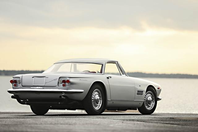 5000 Maserati GT Coupe đời 1961 cũng là một chiếc xe có số lượng giới hạn khi chỉ được sản xuất 34 chiếc. Chiếc xe này sở hữu động cơ V8 với công suất 325 mã lực. Chiếc xe được định giá khoảng từ 1,5 - 2 triệu USD.
