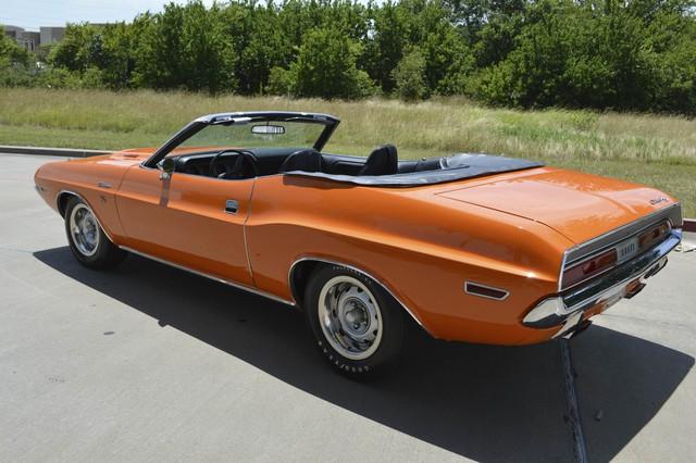 Chiếc Dodge Challenger R/T SE Convertible đời 1970 được đấu giá lần này là một trong 61 chiếc xe được sản xuất. Và đây cũng là chiếc thứ 2 sở hữu màu cam độc đáo như vậy.