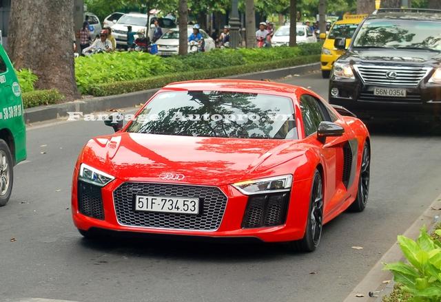Đây cũng là chiếc Audi R8 V10 Plus 2016 thứ 2 được cho ra biển trắng với mức giá lăn bánh vào khoảng 12 tỷ Đồng.