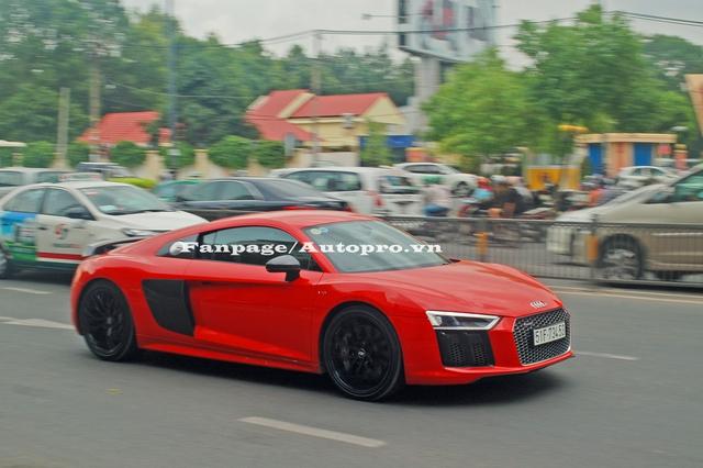 Sau khoảng 5 ngày về garage triệu đô của Phan Thành, siêu xe Audi R8 V10 Plus 2016 đã được tay chơi 8X cho ra biển số trắng và hoàn tất các thủ tục đăng kiểm vào chiều qua, ngày 13/7.