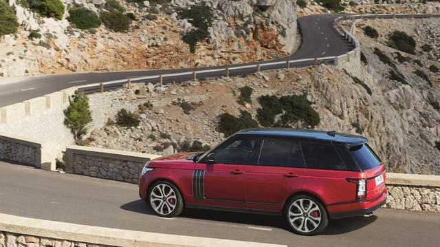 Đồng thời, động cơ mới được thiết kế để nằm giữa máy dầu V6 và máy xăng V8 của Range Rover 2017. Động cơ mới giúp Range Rover 2017 tăng tốc từ 0-96 km/h trong thời gian 7,1 giây khá ấn tượng.