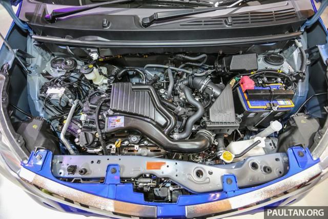 Chưa hết, Daihatsu Sigra còn được trang bị động cơ riêng là máy xăng 3 xy-lanh, DOHC, dung tích 1.0 lít, sản sinh công suất tối đa 67 mã lực và mô-men xoắn cực đại 91 Nm. Động cơ kết hợp với hộp số sàn 5 cấp đồng thời chỉ dành cho Daihatsu Sigra bản D và M.