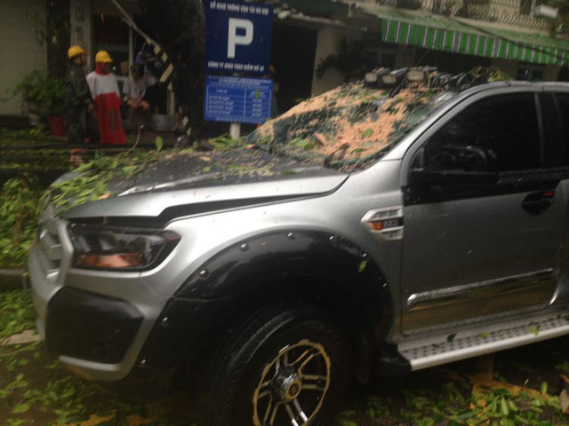 Chiếc xe bán tải Ford Ranger bị hỏng đáng kể. Ảnh: Thành Chung
