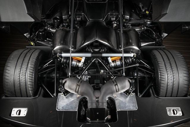 Trái tim của Koenigsegg Agera RSR vẫn là động cơ tương tự Agera RS. Cụ thể là khối động cơ V8, tăng áp kép, dung tích 5.0 lít, sản sinh công suất tối đa 1.160 mã lực và mô-men xoắn cực đại 1.280 Nm tại vòng tua máy 4.100 vòng/phút.
