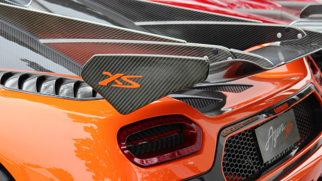 Sức mạnh động cơ cho phép Koenigsegg Agera RS tăng tốc từ 0-100 km/h trong thời gian chỉ 2,5 giây trước khi đạt vận tốc tối đa 400 km/h. Động cơ kết hợp với hộp số tự động ly hợp kép 7 cấp với lẫy gạt chuyển số trên vô lăng.