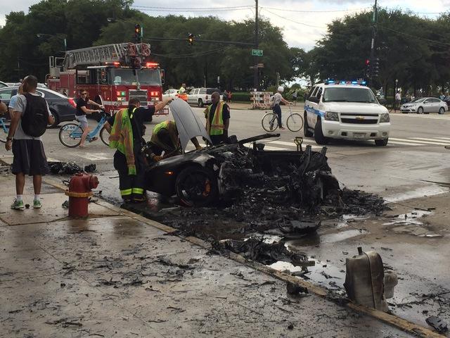 Nửa thân trên của chiếc Lamborghini Huracan tại hiện trường vụ tai nạn.