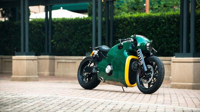 Lotus C-01 là mẫu siêu mô tô đặc biệt do nhà thiết kế Daniel Simon chấp bút và đã lần đầu tiên ra mắt vào năm 2014.