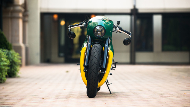 Tuy mang nhãn hiệu Lotus nhưng mẫu siêu mô tô C-01 lại do hãng Kodewa của Đức sản xuất với số lượng chỉ 100 chiếc. Tất nhiên, hãng Kodewa đã được nhãn hiệu Lotus ủy quyền.