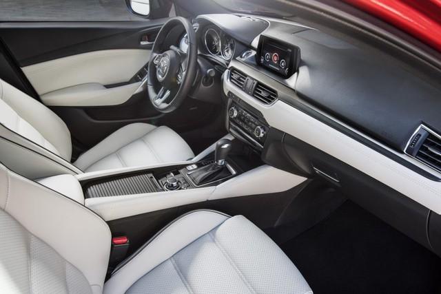 Về an toàn, Mazda6 2017 tại Mỹ có hệ thống hỗ trợ người lái i-ActivSense, bao gồm tính năng nhận diện biển báo giao thông và hỗ trợ phanh thông minh. Ngoài ra, hệ thống còn có thể phát hiện người đi bộ tốt hơn.