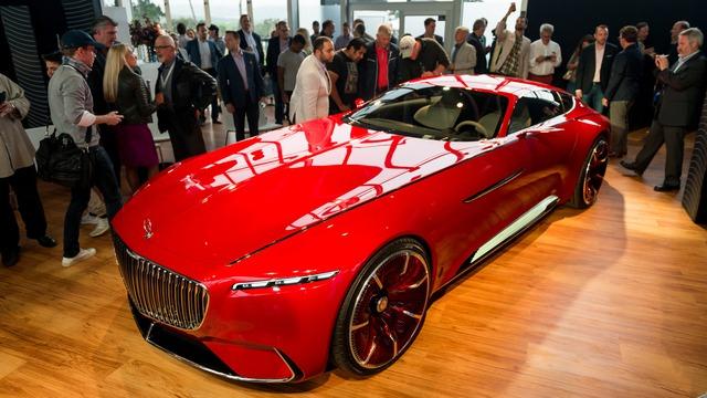 Khi nhìn những hình ảnh báo chí do hãng Mercedes-Benz cung cấp từ trước đó, nhiều người đã cảm thấy ấn tượng với thiết kế của Mercedes-Maybach 6. Thế nhưng, nếu ngắm những hình ảnh của Mercedes-Maybach 6 ngoài đời thực, mọi người sẽ còn cảm thấy choáng ngợp hơn.