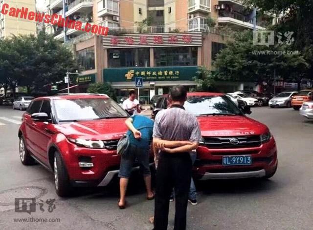 Hiện trường vụ tai nạn giữa Range Rover Evoque xịn và nhái.