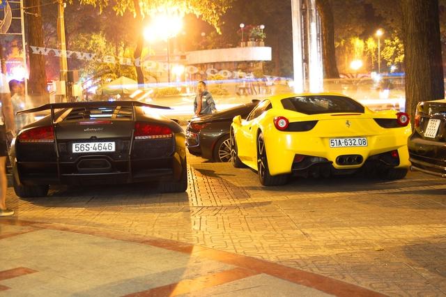 Murcielago LP670-4 SV về nước khi giới mộ điệu vẫn còn say đắm với một chiếc Lamborghini khác là Gallardo LP570-4 Superleggera xuất hiện tại Hà Nội. Tuy nhiên danh tính của vị chủ nhân cùng dàn siêu xe khủng nhưng ít ai biết đến khiến căn hầm tọa lạc tại Quận 6 trở nên nổi tiếng.