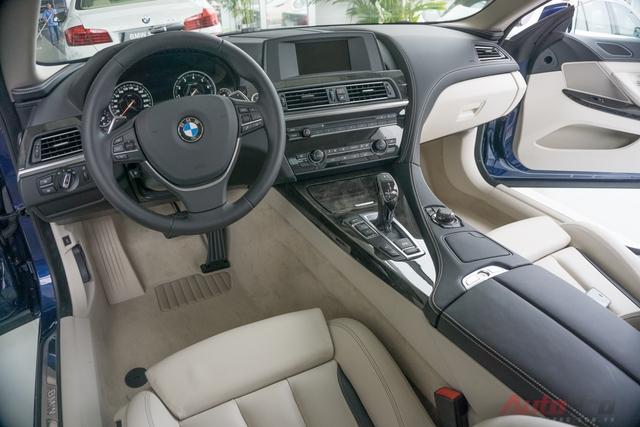 Nội thất của BMW 640i Gran Coupe ít có điểm để chê ngoại trừ vị trí lái được đặt khá thấp. Điều đó dễ khiến những ai mới vào xe sẽ thấy không quen hoặc bất tiện. Tuy nhiên, BMW 640i Gran Coupe có những điểm cộng bù lại.