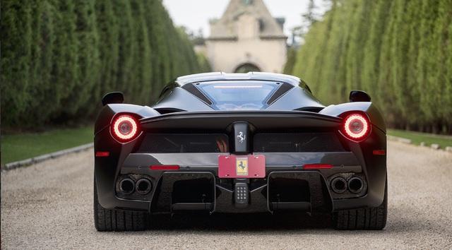 Vì thế thông tin về một siêu phẩm Ferrari LaFerrari sắp được cho lên sàn tại sự kiện đấu giá Monterey, do công ty Mecum Auctions thực hiện diễn ra từ ngày 18 đến 20 tháng 8 đã nhận được nhiều sự chú ý của giới chơi xe trên toàn thế giới, mặc dù mức giá rao bán chưa được tiết lộ.
