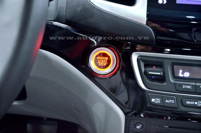 Nâng cấp đáng chú ý so với thế hệ thứ 2 là Honda Pilot 2016 được trang bị công nghệ Start-Stop giúp tiết kiệm nhiên liệu và khởi động bằng nút bấm.