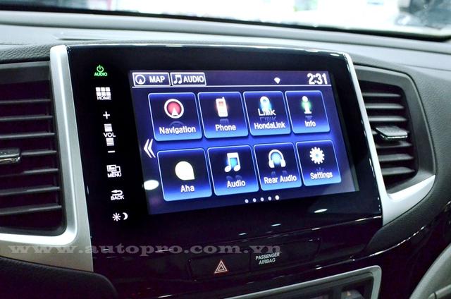 Honda Pilot 2016 có màn hình cảm ứng 8 inch chạy bằng hệ điều hành Android đã từng xuất hiện trên Civic, CR-V và HR-V phiên bản mới. Đi kèm với đó là dàn âm thanh 10 loa.