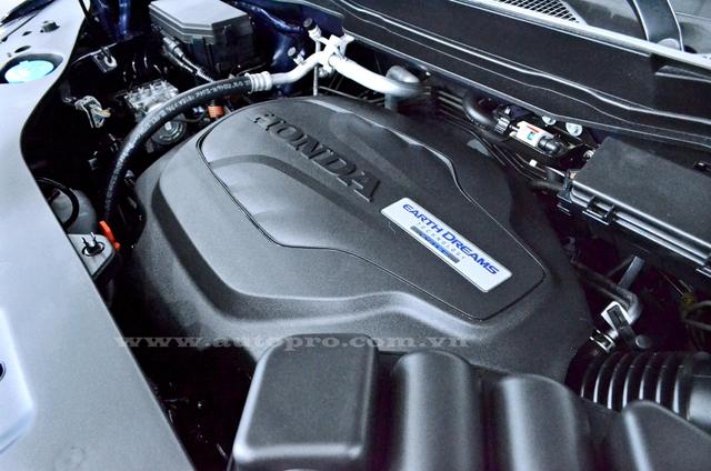 Honda Pilot Elite 2016 được trang bị động cơ V6, dung tích 3,5 lít, tích hợp công nghệ Earth Dreams, quản lý xi-lanh biến thiên VCM và tính năng Idle Stop. Động cơ tạo ra công suất tối đa 280 mã lực và mô-men xoắn cực đại 355 Nm.