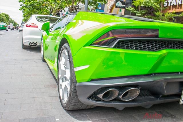 Lamborghini Huracan được trang bị khối động cơ V10, dung tích 5,2 lít, sản sinh công suất cực đại 610 mã lực tại 8.250 v/ph và mô-men xoắn cực đại 560Nm tại 6.500 v/ph. Siêu bò mất 3,2 giây để tăng tốc từ 0-100 km/h trước khi đạt vận tốc tối đa 325 km/h. Mức tiêu thụ nhiên liệu trung bình của xe là 12,5 lít/100 km.