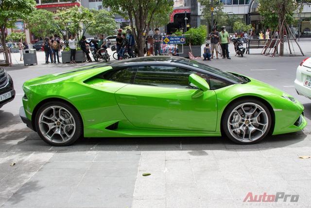 Dán decal màu đen lên nóc xe đang trở thành xu hướng được nhiều đại gia chơi siêu xe ưa chuộng. Mới nhất là chiếc Lamborghini Huracan màu xanh cốm thứ 3 tại Việt Nam.