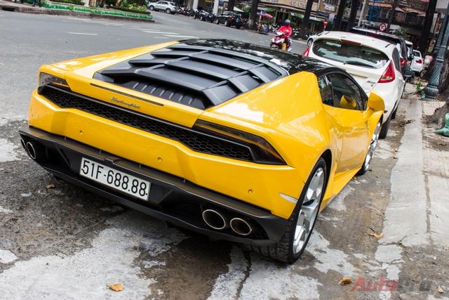 Lamborghini Huracan được trang bị động cơ V10, dung tích 5,2 lít, sản sinh công suất 610 mã lực tại 8.250 vòng/phút, mô-men xoắn cực đại 560Nm tại 6.500 vòng/phút. Huracan có thể tăng tốc từ 0-100 km/h trong 3,2 giây, vận tốc tối đa 325 km/h. Những thông số trên lý thuyết này hoàn toàn không thể được hiện thực hóa trên đường phố Việt Nam.
