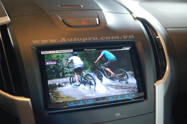 Màn hình DVD 7 inch tích hợp Apple CarPlay và Android Auto và GPS.