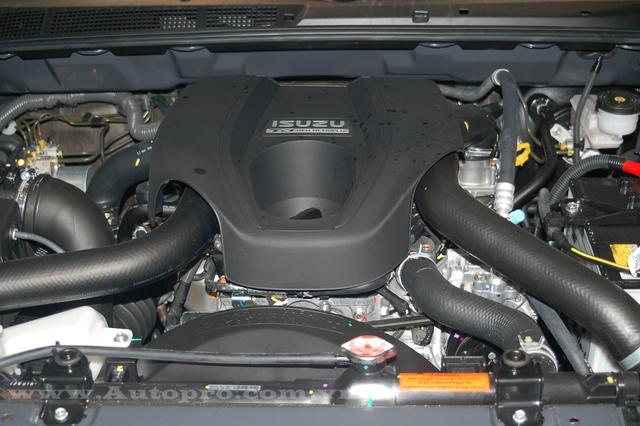 Tại thị trường Việt Nam Isuzu MU-X 2016 được trang bị động cơ diesel 4 xy-lanh, dung tích 2.5 lít, sản sinh công suất tối đa 136 mã lực và mô-men xoắn cực đại 320 Nm. Động cơ kết hợp với hộp số sàn 5 cấp.
