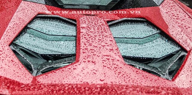 Tương tự phiên bản coupe, Lamborghini Aventador LP700-4 Roadster sử dụng động cơ V12, dung tích 6,5 lít, sản sinh công suất tối đa 700 mã lực và mô-men xoắn cực đại 690 Nm.
