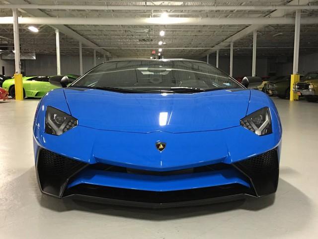Như đã biết, Lamborghini Aventador SV Roadster đập hộp có giá bán 357.000 Euro tại thị trường châu Âu và 530.075 USD tại thị trường Mỹ. Như vậy, so với xe mới, chiếc Lamborghini Aventador SV Roadster này đắt hơn khoảng 130.000 USD.