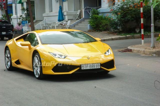 Lamborghini Huracan được trang bị động cơ V10, dung tích 5,2 lít, sản sinh công suất 610 mã lực tại 8.250 vòng/phút và mô-men xoắn cực đại 560 Nm tại 6.500 vòng/phút. Nhờ đó, xe có thể tăng tốc từ 0-100 km/h trong 3,2 giây và đạt vận tốc tối đa 325 km/h.