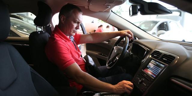 Lời khuyên của chuyên gia là hãy sử dụng chế độ lấy gió ngoài của hệ thống điều hoà để loại bỏ phần lớn các loại hoá chất độc hại bên trong xe khi mới mua.